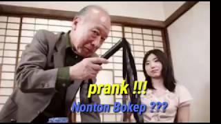 PRANK NONTON BOKEP 18+