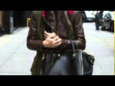 С чем носить замшевые ботфорты?из YouTube · Длительность: 1 мин22 с  · Просмотров: 871 · отправлено: 19.03.2014 · кем отправлено: Модняшки