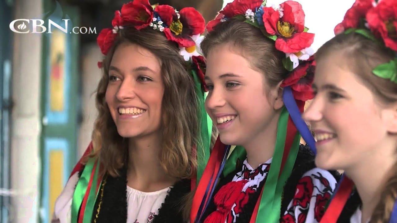 Ukraine Christmas Traditions - YouTube