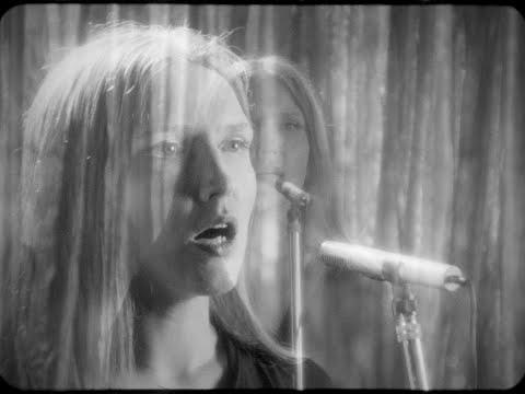 Stella Sommer - The Eyes of the Singer
