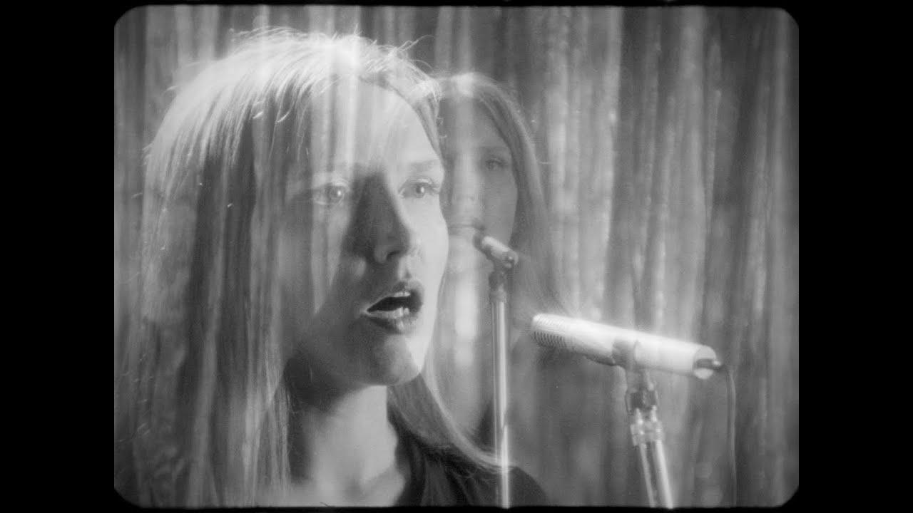 Stella Sommer (D) (YouTube)