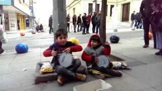 Sokak çalgıcıları çocuklar