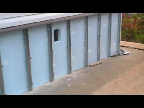 Отделка цоколя фасадными панелями. Finish basement facade panels