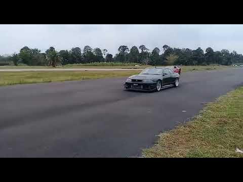 R33 Fun Drag at Perak Litar Dato Sagor ( Skyline R33 Owner Malaysia )