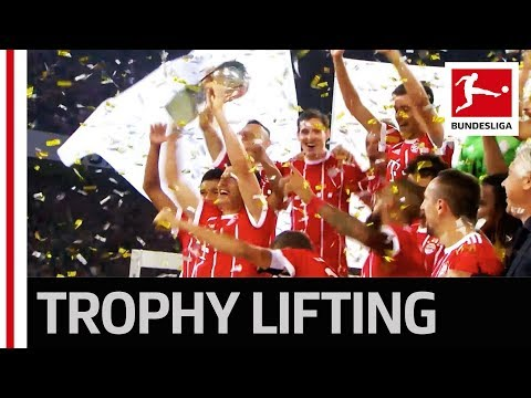 Supercup 2017 - Trophy Lifting FC Bayern München