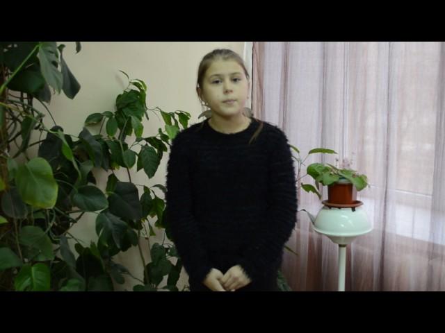 Изображение предпросмотра прочтения – АнастасияВарламова читает произведение «Свинья под дубом» И.А.Крылова