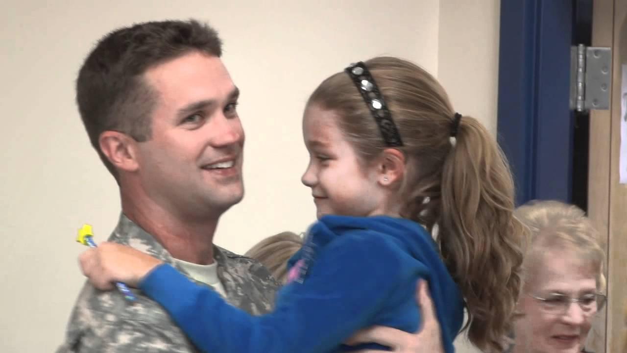 Sailor returns from Iraq duty, surprises daughter at school [Delaware Online News Video]