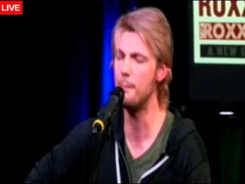 Nick Carter ''Burning Up'' Acustic in Radio Q102 4/02/12