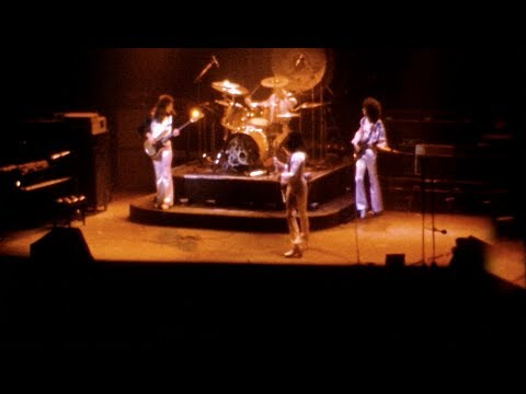 Queen - New York 1976 - 8mm HD Scan (Stabilized By CM)