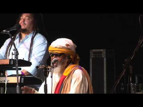 Ras Michael and the Sons of Negus SNWMF 2009 'Holy father/fly away/rasta chant'