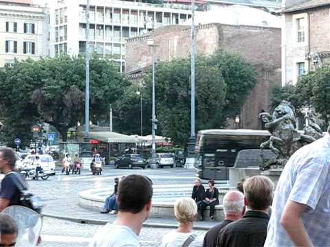 Manchester United bus arrives in Rome
