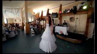 Невеста удивила жениха прямо во время свадьбы!