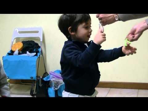Andrea e Giovanni, 3 anni esercizi di manualità Children's Music Laboratory