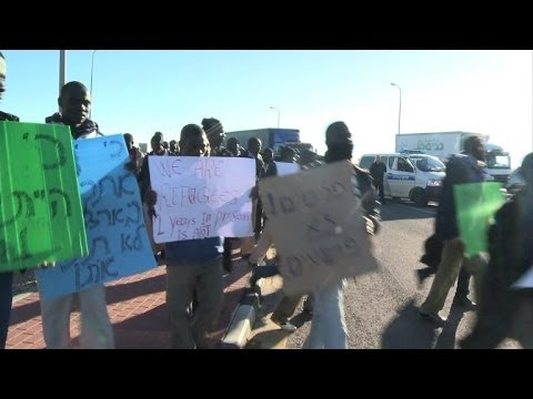 African migrants march to Jerusalem after fleeing center