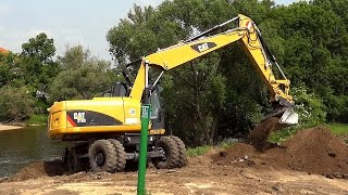 CAT Bagger im Einsatz - Caterpillar Digger in Action