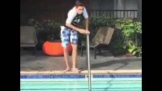 QUANDO A AGUÁ DA PISCINA  ESTÁ GELADA (VIDEOS ENGRAÇADOS)