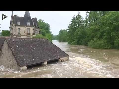 Images impressionnantes de la crue du Loing à Moret (Seine-et-Marne)