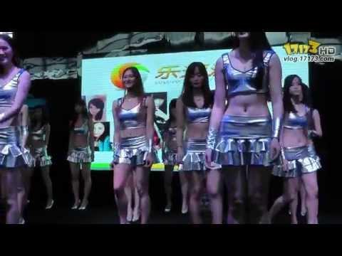 Các cô gái Chinajoy để lộ hàng trên sân khấu!