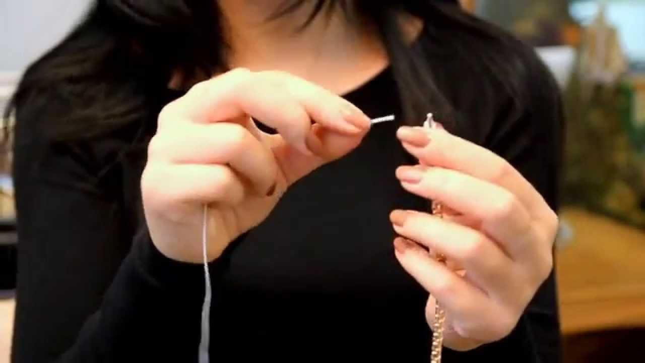 Застегнуть браслет при помощи булавки