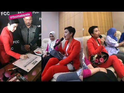 Janna Nick nyanyi lagu sedih Kali Terakhir Ku Lihat Wajahmu ketika di event FCC Malaysia