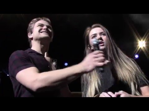 Hunter Hayes: Wanted (& Sings with Fan) | Portland 12.6.15
