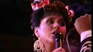 Linda Ronstadt - El Crucifijo de Piedra - Yo soy El Corrido