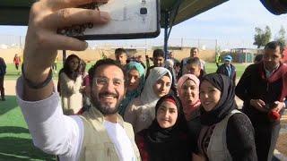 شاهد: الفنان المصري أحمد حلمي يزور مخيم الزعتري للاجئين السوريين في الأردن…