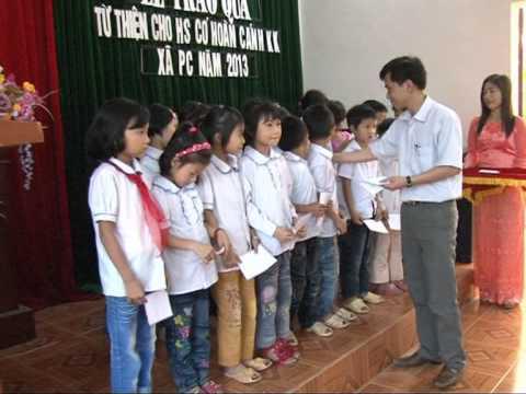 Nhà Ngoại cảm Nguyễn Quốc Thắng tặng quà từ thiện xã Phú Châu
