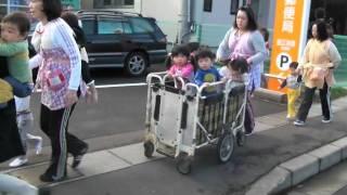 上越市立古城保育園で津波の避難訓練 thumbnail