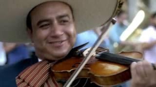 lamusicarompefronteras flashmob de mariachi en españa