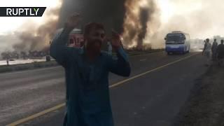 Более 140 человек погибли в результате возгорания нефтевоза в Пакистане