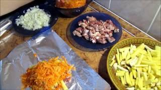 Что быстро приготовить на ужин?Запекание в фольге мяса с овощами.