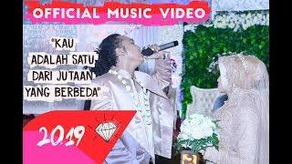 DHYO HAW - KAU ADALAH SATU DARI JUTAAN YANG BERBEDA (Official Music Video HD) #RELAXDIATASPERUTBUMI