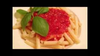 Томатный соус ( в домашних условиях)(Идеальный соус для приготовления (дополнения) различных блюд (пицца, паста, ризотто, бульона, гуляша и..., 2013-06-07T11:28:14.000Z)