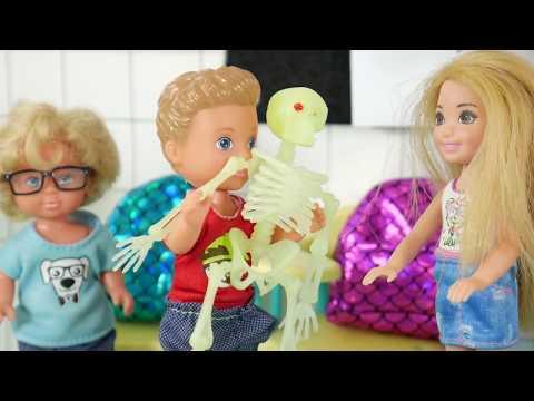 Rodzinka Barbie - Eksperyment Wulkan!!! Bajka dla dzieci po polsku. The Sims 4. Odc. 116. thumbnail