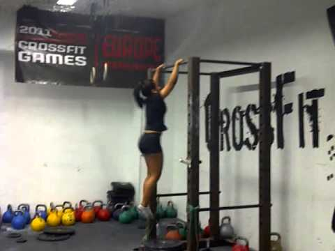 Suzanne Svanevik a 15 year old girl doing her first Bar Muscle-up