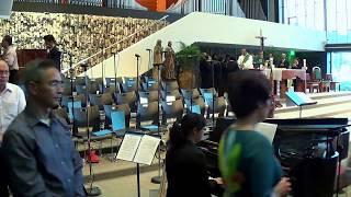 Bé Hiền Dạo Piano - Chúa Là Con Đường