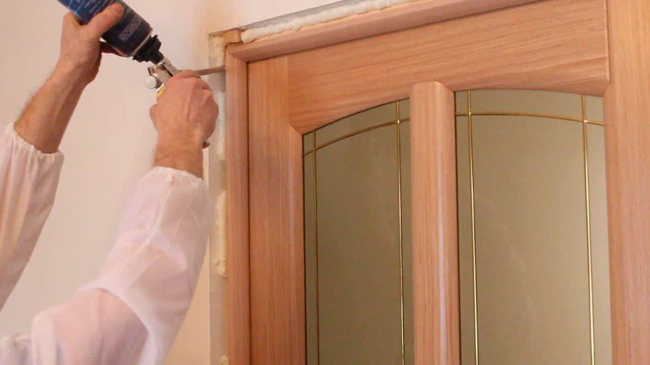 Установка двери своими руками правильно