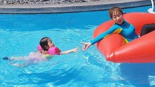 더울때는 수영이 최고에요!! 서은이의 유니콘 튜브 립스틱 튜브 여름 수영장 Unicorn Tube in Swimming Pool