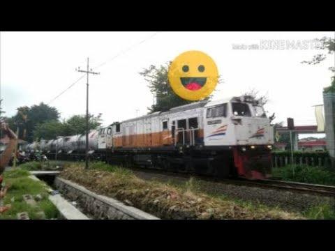 palang pintu kereta api - perlintasan kereta api