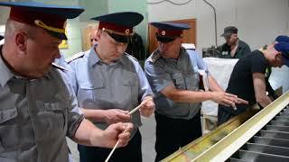 Начальник свердловского ГУФСИН познакомился с производством китайских палочек в ИК 54