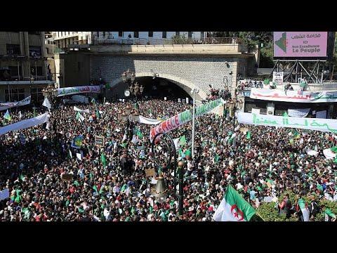 الجزائريون إلى الشارع مجددا في تاسع جمعة من المظاهرات  - نشر قبل 2 ساعة