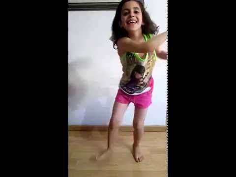 Raquel baila señorita de Abraham Mateo