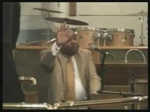 Bro Tyson Organ playJesus Keep me with Lee Williams band Dangerfield Visions