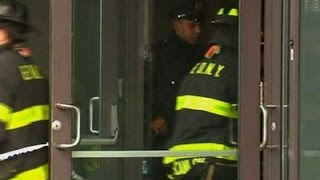 Raw: Train Derails in Brooklyn, Several Injured