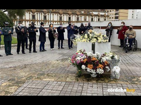 Ofrenda floral a las policías asesinadas en el Banco Santander en 1996