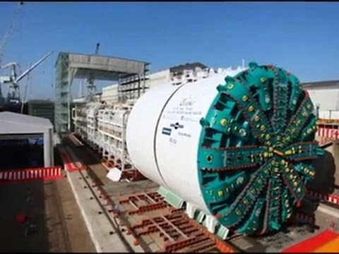 Big Bertha -- World's Largest Tunnel Boring Machine -- Facing Big Seattle Challenge