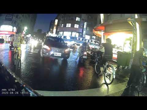 台灣-高雄,三寶沒有極限,逆向車停路中買便當,不顧他人生命只顧他的便當