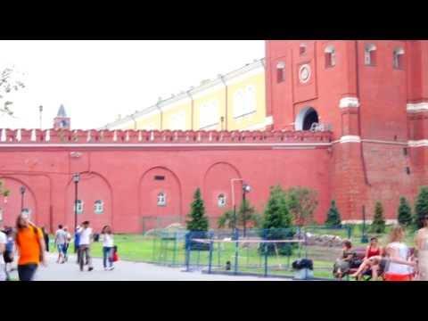 Троицкие ворота Московского Кремля (Троицкая башня), Александровский сад. Москва, Кремль, Россия