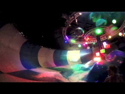 [HD] Disco H20 : Group Water Slide at Wet n Wild (Orlando, FL)